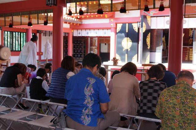 沖繩 波上宮 民眾參拜