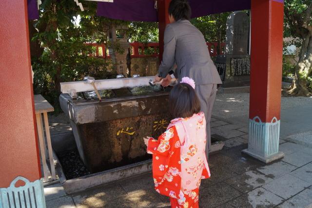 沖繩 波上宮 父女洗手