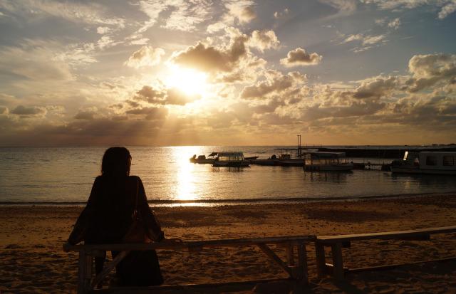 沖繩 殘波海灘日落 doris