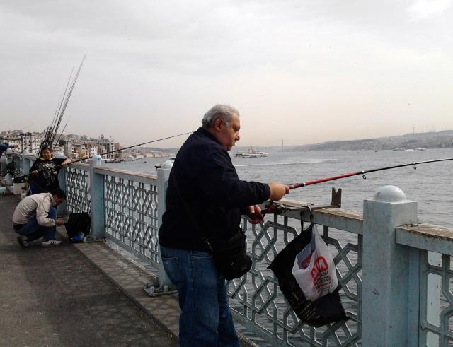 土耳其 伊斯坦堡 海邊釣魚