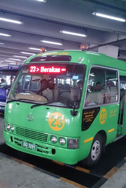汶萊斯里巴加灣 綠色巴士