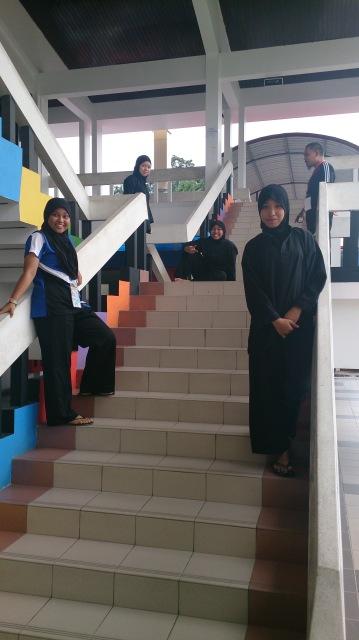 汶萊斯里巴加灣 pusat belia 女同學