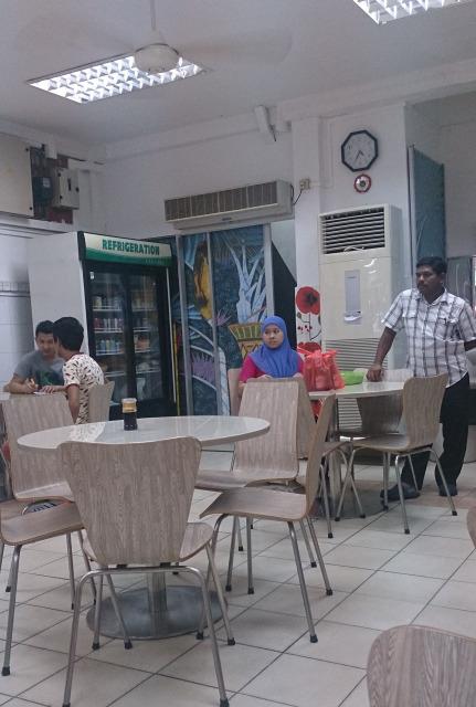 汶萊斯里巴加灣 美光茶室 職員