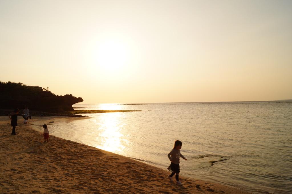 沖繩美麗海水族館 海灘上的夕陽