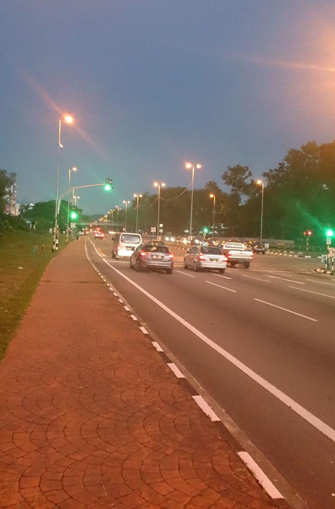 汶萊 斯里巴加灣 夜晚路面