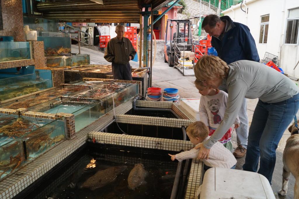 布袋澳外國人揀海鮮