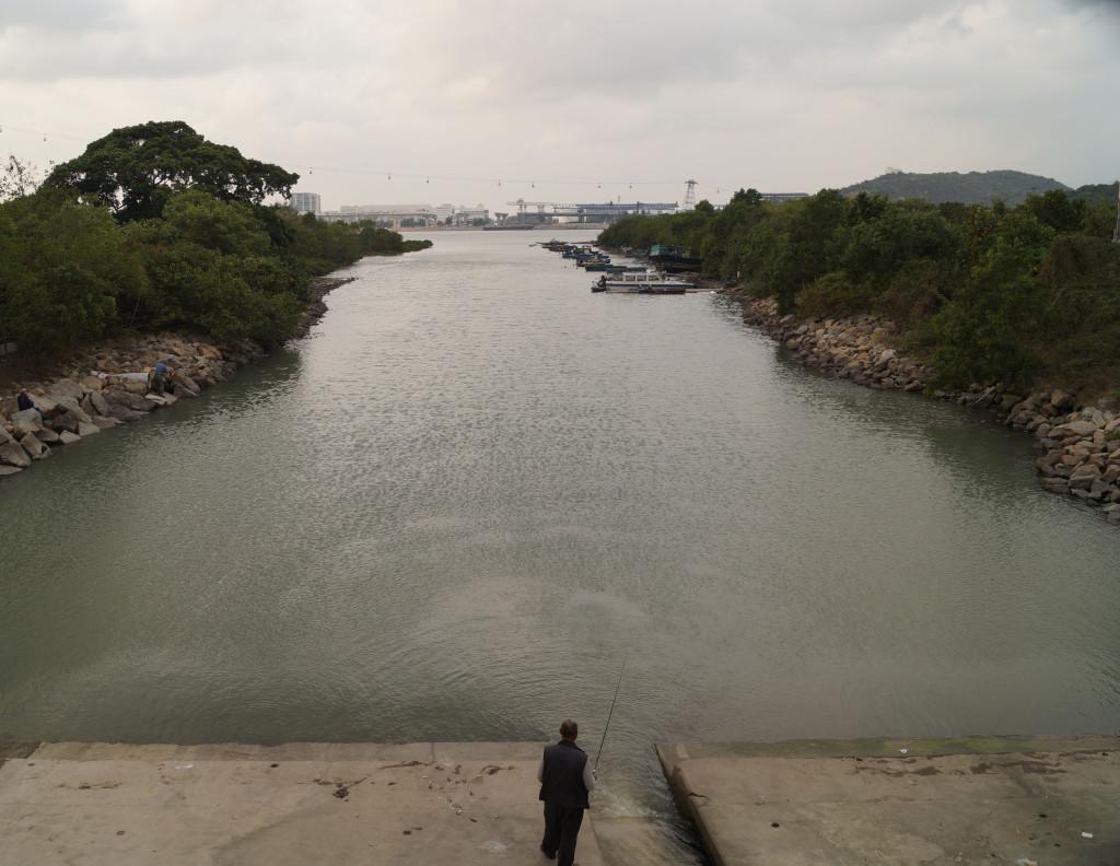 東涌河釣魚老伯