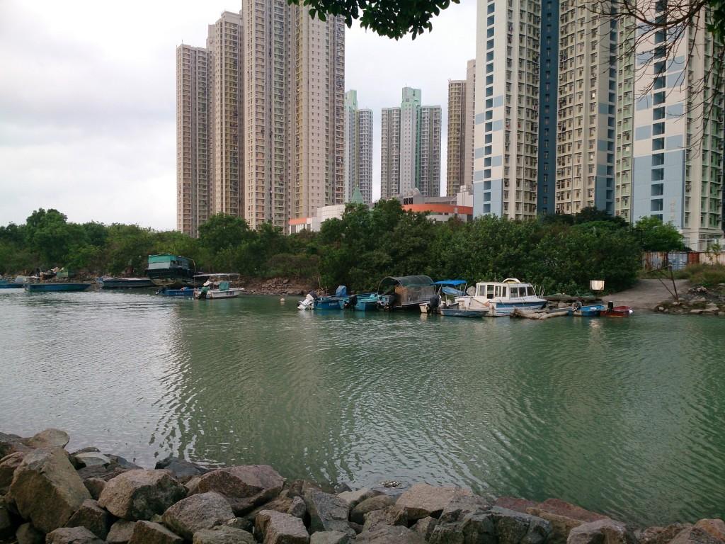 東涌河上的小艇